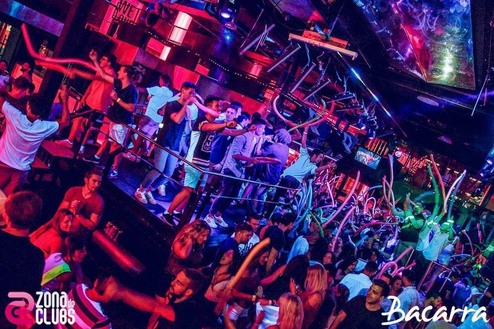 Fiesta en la discoteca Bacarrá En una despedida de soltero